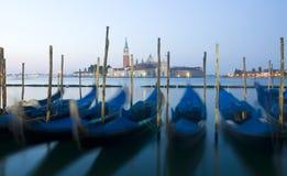 长平底船日出威尼斯 免版税图库摄影