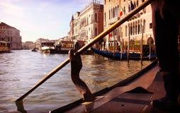从长平底船的威尼斯,大运河视图 免版税库存照片