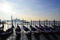 长平底船看法在一条河的在威尼斯 免版税库存图片