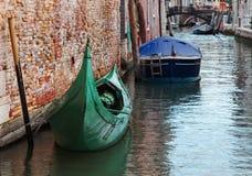 长平底船绿色 免版税图库摄影