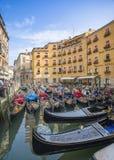 长平底船-平底的威尼斯式划艇 免版税库存照片