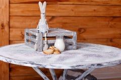 长方形宝石和牛奶在一个水罐在桌上 图库摄影