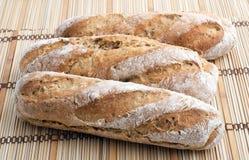 长方形宝石在新鲜三上添面包 免版税库存照片