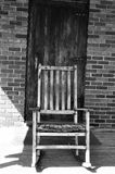 长时间遗失的老椅子 库存照片
