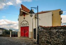 长暗藏的犹太社区的拜特埃利亚胡犹太教堂的门面在贝尔蒙特葡萄牙,建立1996年 库存照片