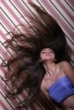 长期亚洲美丽的女孩头发 免版税库存图片