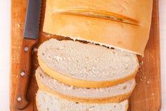 长期切的大面包 免版税库存照片