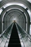 长期和幻觉自动扶梯在摩天大楼 免版税库存图片