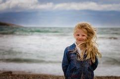 长期白肤金发的女孩头发 图库摄影