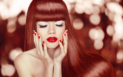 长期美丽的女孩头发 方式纵向妇女 构成 M 免版税图库摄影