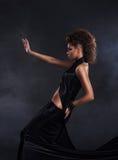 长期背景黑色黑暗的礼服在妇女 免版税库存图片