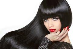 长期头发 美丽的深色的女孩 健康黑发型 红色 免版税库存图片