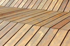 长木凳在公园,休息的地方 免版税库存照片