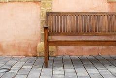 长木凳在特拉唯夫 图库摄影