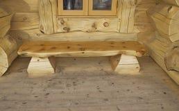 长木凳注册门廊 库存照片