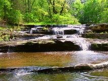 长柄浅锅小河小瀑布在威斯康辛 图库摄影