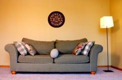 长沙发客厅 免版税库存照片