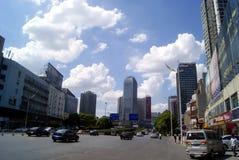长沙瓷:城市交通和大厦 图库摄影