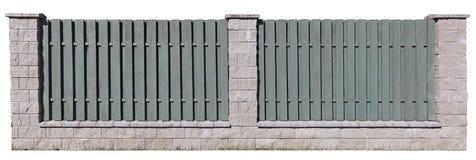 长的农村篱芭的片段有垂直的木绿色委员会的 库存图片