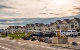 长的分支沿海岸区房子 免版税图库摄影