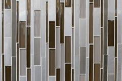 长的小条褐色装饰堆 免版税库存图片