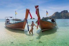 长的小船和热带海滩,安达曼海,泰国 库存照片
