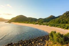 长的库塔沙子海滩,龙目岛 免版税库存照片