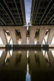 长的曝光在伍德罗・威尔逊桥梁下,在亚历山大, vi 免版税库存照片