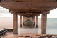 长的曝光射击了在Dromana码头,澳大利亚下 库存照片