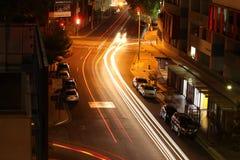 长的曝光射击城市在晚上 免版税库存照片