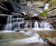 长的曝光美丽的瀑布 库存照片
