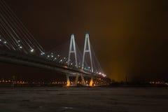 长的桥梁背景 免版税图库摄影