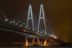 长的桥梁背景 免版税库存照片
