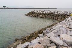 长的石防波堤 库存图片