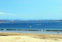 长的码头和海滩 库存照片