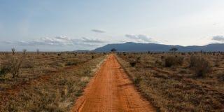 长的红色路 免版税库存图片