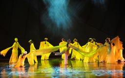 长的袖子舞蹈这舞蹈戏曲神鹰英雄的传奇 图库摄影