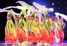 长的袖子-所有花一起开花-京剧舞蹈 免版税库存照片