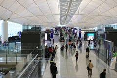 长的走廊在香港机场 免版税库存图片