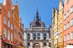 长的车道和金门,格但斯克老镇,波兰 免版税库存图片