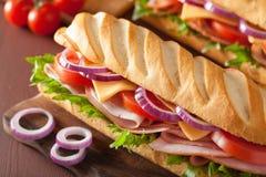 长的长方形宝石三明治用火腿乳酪蕃茄莴苣 免版税库存图片