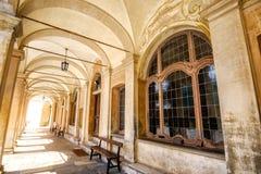 长的门廓教堂木窗口Varallo Sacro Monte山麓韦尔切利意大利 免版税库存图片