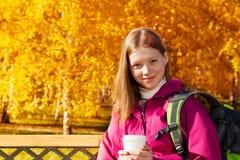 长的头发白肤金发的女孩接近的画象  免版税图库摄影