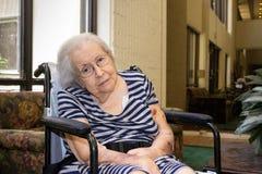 年长眼睛重点妇女 免版税库存图片