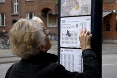 年长眼睛重点妇女 免版税库存照片