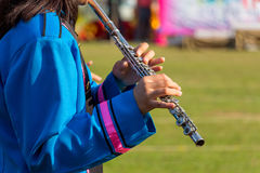 长笛乐器手关闭乐队球员长笛演奏家w 库存图片