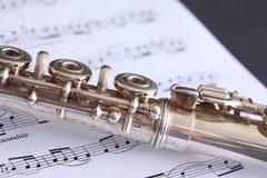 长笛和活页乐谱 库存图片