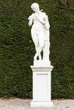 长笛演员雕象在庭院里 免版税图库摄影