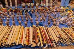 长笛,书刊上的图片,印地安工艺品公平在加尔各答 免版税库存照片