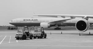 长荣航空在樟宜机场的飞机停车处,新加坡 免版税库存照片